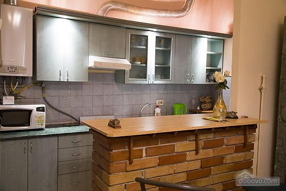 Rest in Lviv, Studio (85122), 015