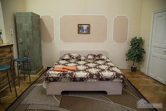 Rest in Lviv, Studio (85122), 018