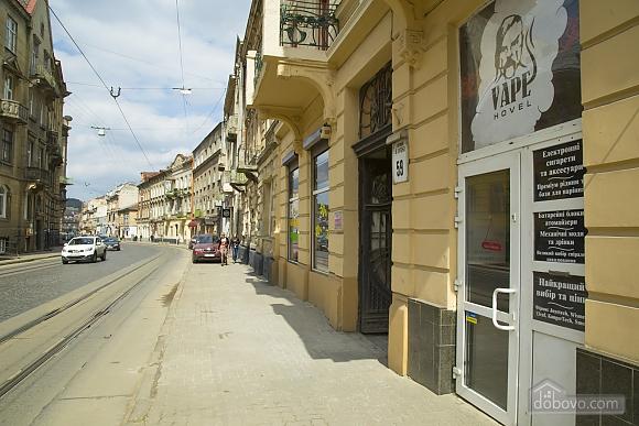 Rest in Lviv, Studio (85122), 019