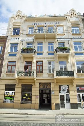 Rest in Lviv, Studio (85122), 020