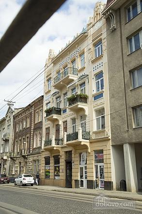 Rest in Lviv, Studio (85122), 021