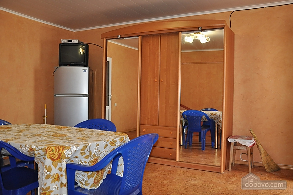 Cottage in Gribovka 50 meters from the sea, Studio (85371), 003