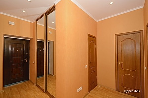 Apartment at Pecherska metro station , One Bedroom, 012