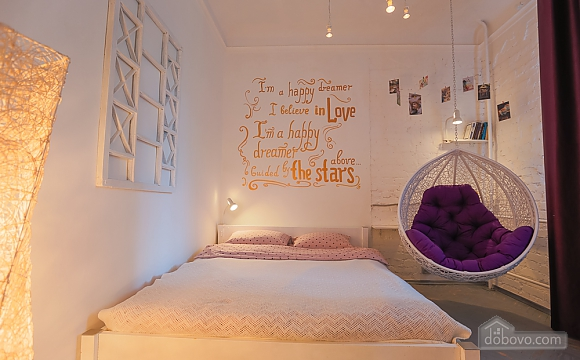 Art-house Loft and bed on chains, Un chambre (30450), 002