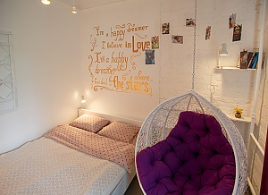 Art-house Loft and bed on chains, Un chambre, 001
