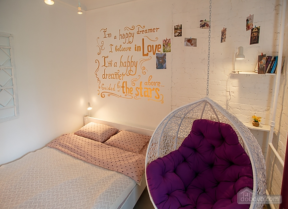 Art-house Loft and bed on chains, Un chambre (30450), 001