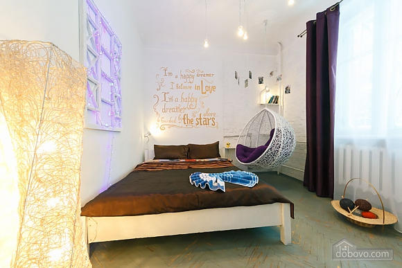 Art-house Loft and bed on chains, Un chambre (30450), 005