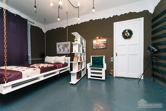Art-house Loft and bed on chains, Un chambre (30450), 007