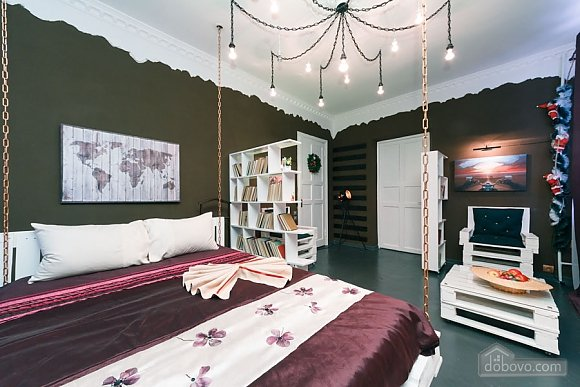 Art-house Loft and bed on chains, Un chambre (30450), 013