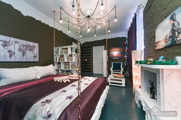 Art-house Loft and bed on chains, Un chambre (30450), 014
