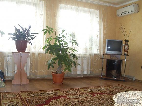 House in Berdyansk, Dreizimmerwohnung (25766), 003