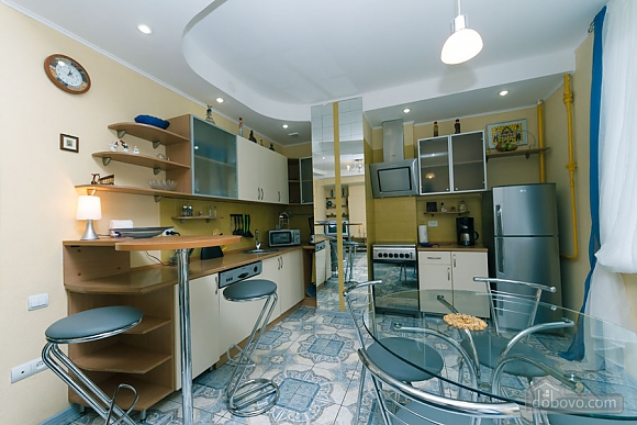 Чудова квартира біля Хрещатика, 3-кімнатна (43601), 005