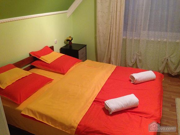 Затишна квартира, 3-кімнатна (49686), 002