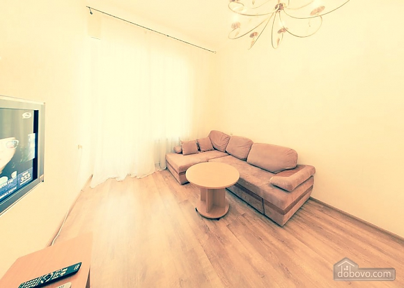 Простора квартира в центрі міста, 2-кімнатна (39644), 002