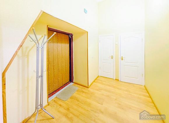 Простора квартира в центрі міста, 2-кімнатна (39644), 007