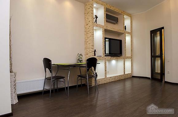 Стильная квартира возле моря в Аркадии, 2х-комнатная (86885), 003