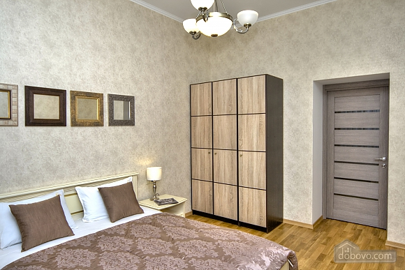 Apartment with 2 bedrooms and balcony near Maidan, Two Bedroom (80306), 002