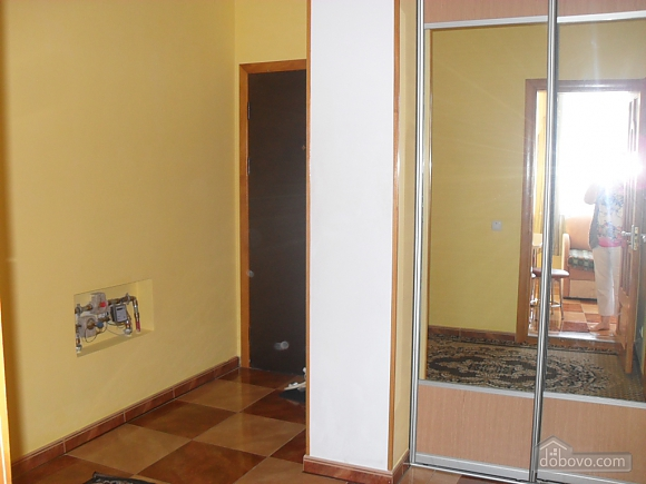 Maidan-Kolos district, Studio (30550), 010