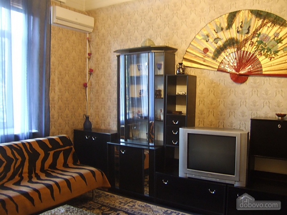 Просторная квартира рядом с метро Дарница, 2х-комнатная (70892), 002