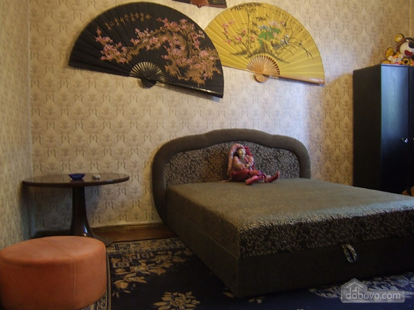 Просторная квартира рядом с метро Дарница, 2х-комнатная (70892), 001