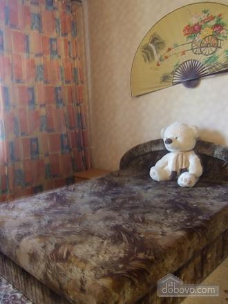 Просторная квартира рядом с метро Дарница, 2х-комнатная (70892), 003