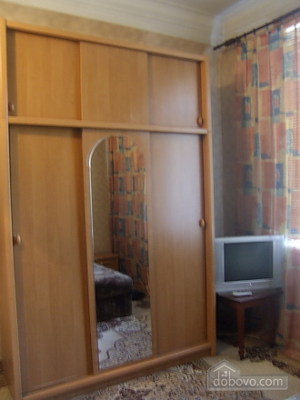 Просторная квартира рядом с метро Дарница, 2х-комнатная (70892), 004