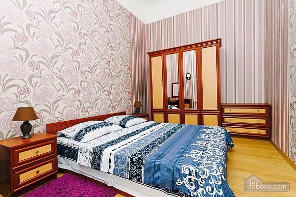Квартира с евроремонтом, 2х-комнатная (25507), 001