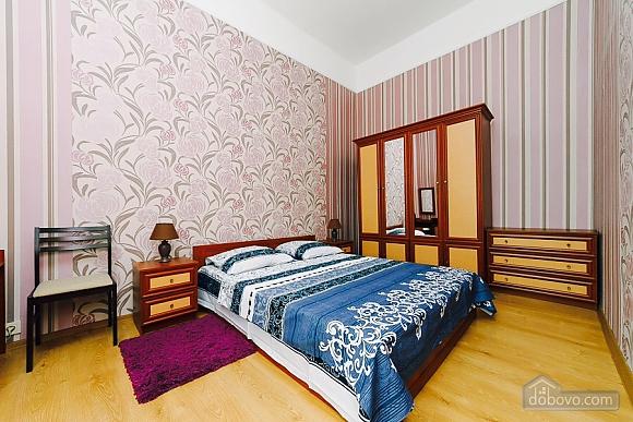 Квартира с евроремонтом, 2х-комнатная (25507), 002