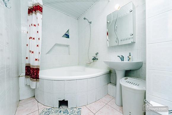Квартира с евроремонтом, 2х-комнатная (25507), 008