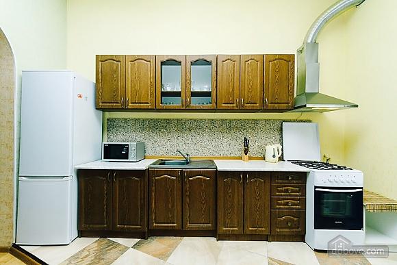 Квартира с евроремонтом, 2х-комнатная (25507), 007