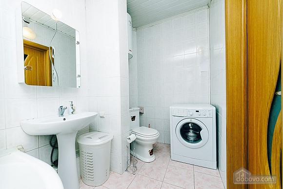 Квартира с евроремонтом, 2х-комнатная (25507), 009