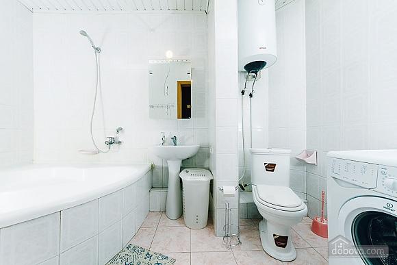 Квартира с евроремонтом, 2х-комнатная (25507), 010