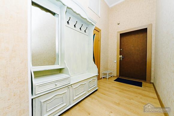 Квартира с евроремонтом, 2х-комнатная (25507), 011