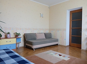 Cozy and spacious apartment near the sea, Three Bedroom, 003