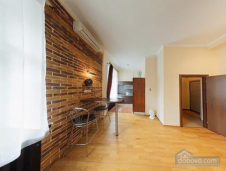 Просторная квартира в центре, 2х-комнатная (13738), 003