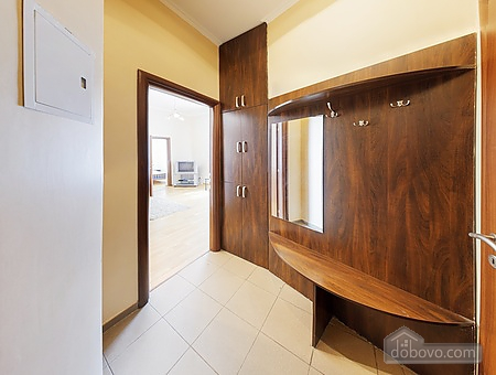 Просторная квартира в центре, 2х-комнатная (13738), 008