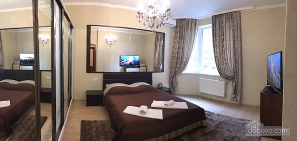 Уютная квартира в Одессе, 2х-комнатная (76987), 001