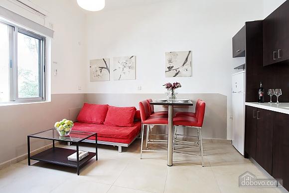 Red-white studio, Studio (96422), 004