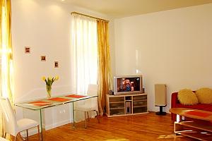 36 Velyka Vasylkivska, Un chambre, 003