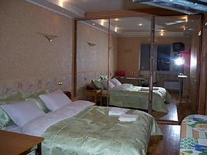 Квартира біля метро Олімпійська, 2-кімнатна, 001