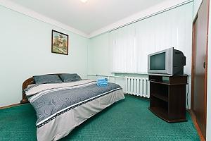 Standard overlooking Bessarabska square, Two Bedroom, 001