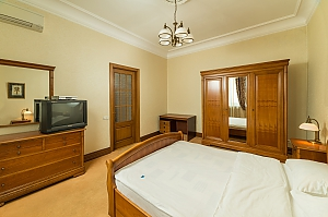 Spacious two bedroom apartment with Jacuzzi and fireplace opposite the Opera theatre, Two Bedroom, 019