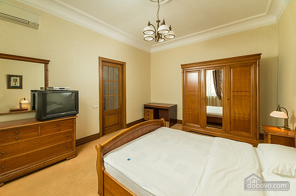 Spacious two bedroom apartment with Jacuzzi and fireplace opposite the Opera theatre, Deux chambres (71791), 019