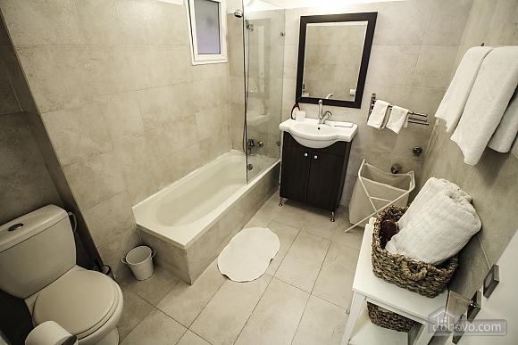 Sea-breeze III renovated Tel Aviv beach apartment, Due Camere (71697), 004