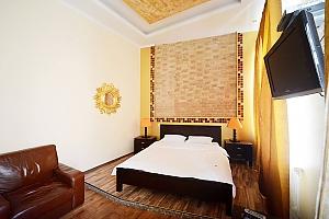 Простора симпатична дизайнерська студія з джакузі, 1-кімнатна, 002