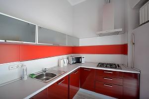 Простора симпатична дизайнерська студія з джакузі, 1-кімнатна, 004