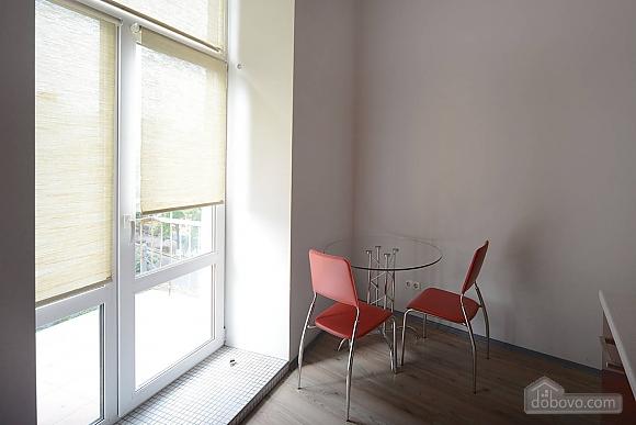 Просторная симпатичная дизайнерская студия с джакузи, 1-комнатная (60933), 007