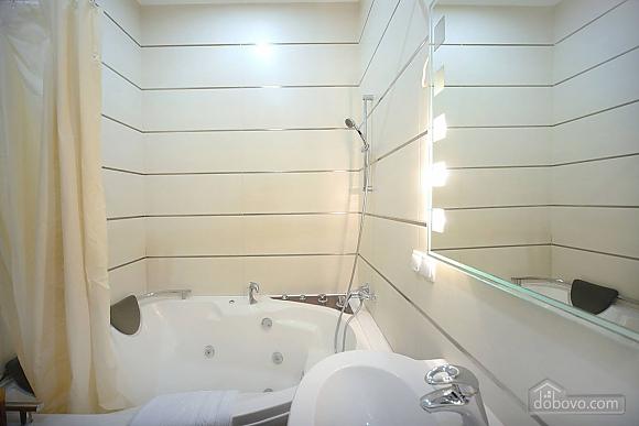 Просторная симпатичная дизайнерская студия с джакузи, 1-комнатная (60933), 010