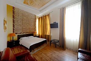 Простора симпатична дизайнерська студія з джакузі, 1-кімнатна, 012