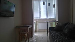 Комфортна квартира студія метро Олексіївська, 1-кімнатна, 004